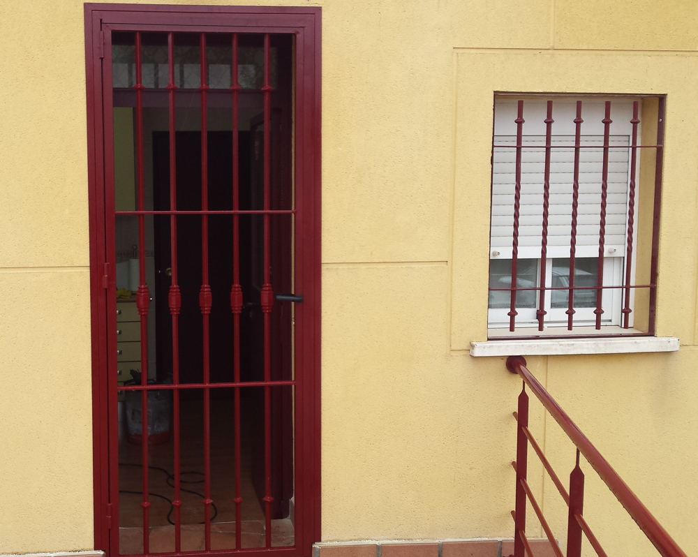 Carpinteria metalica y cerrajeria somolinos carpinteria for Puertas metalicas